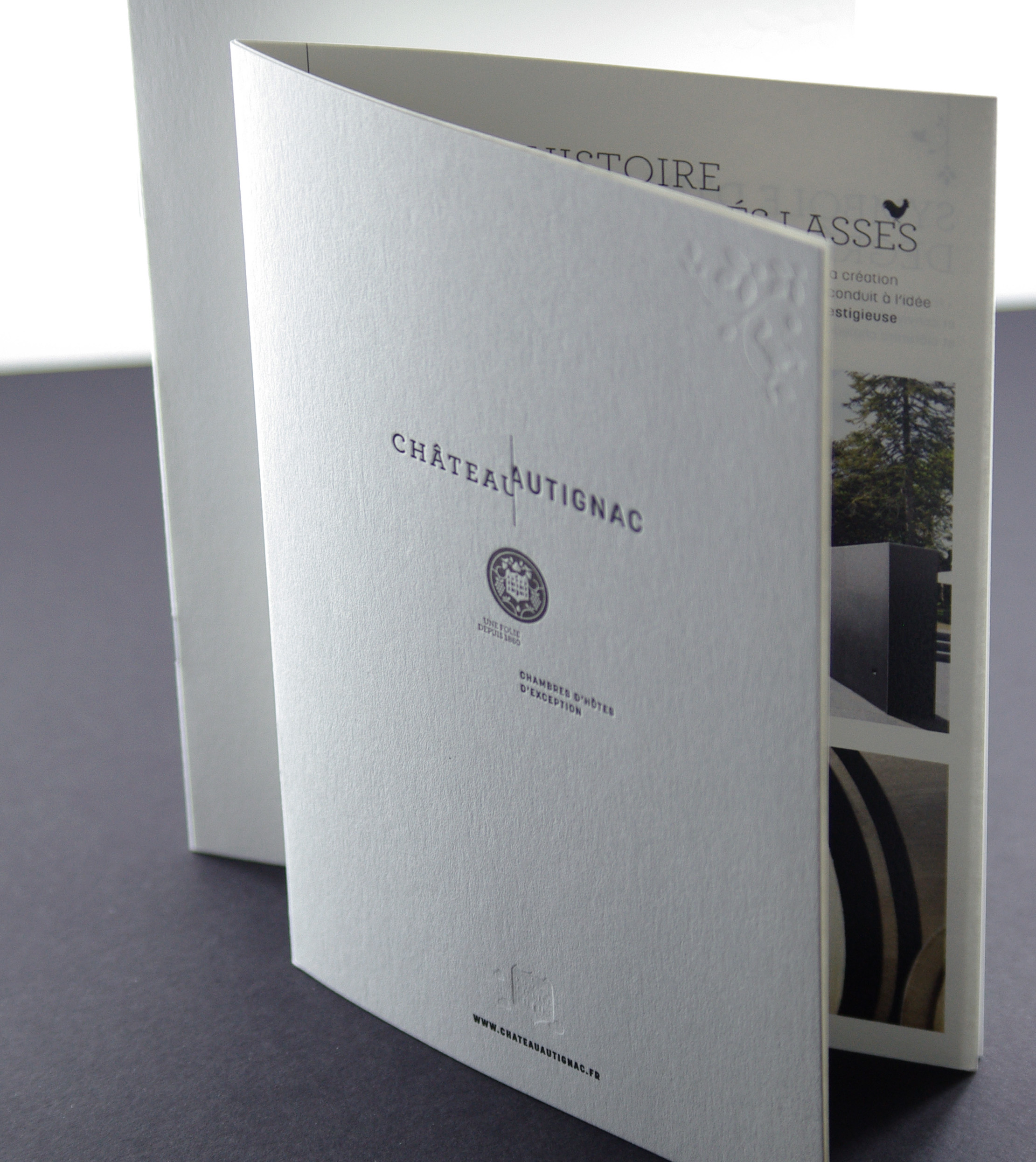 brochure-letterpress-debossage-4-pages-caracterres-autignac-recto