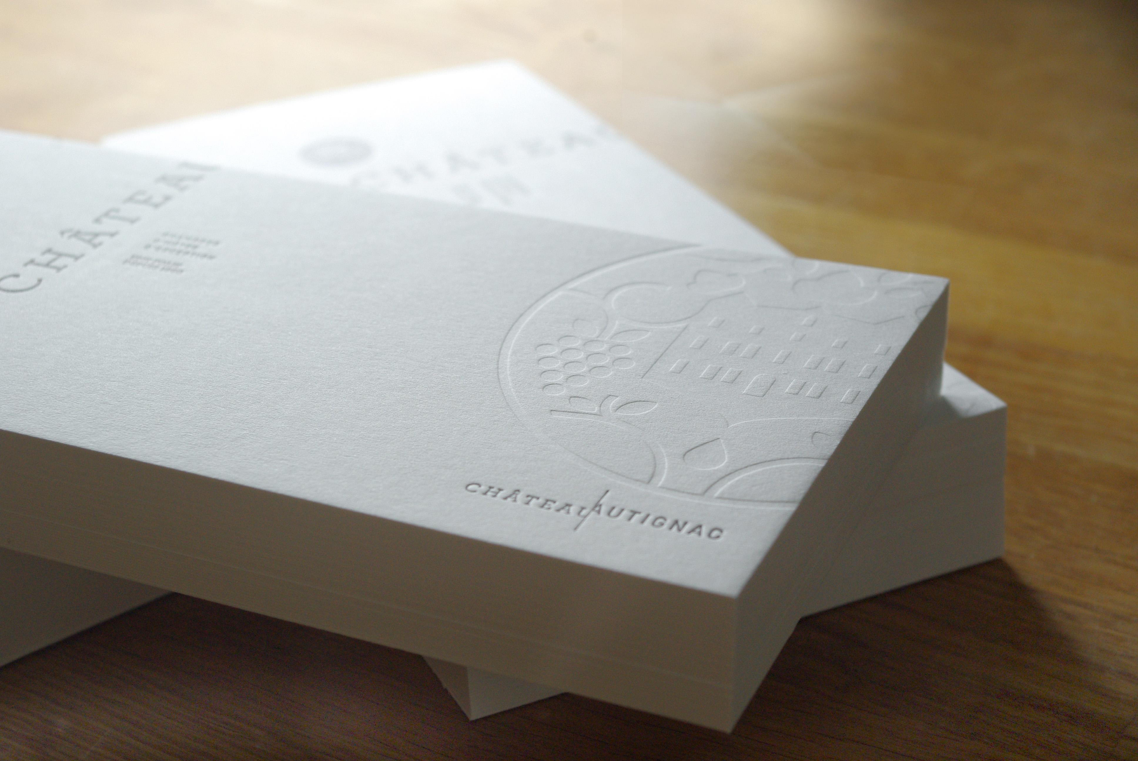 carte-de-correspondance-papeterie-letterpress-debossage-chateau-autignac-caracterres