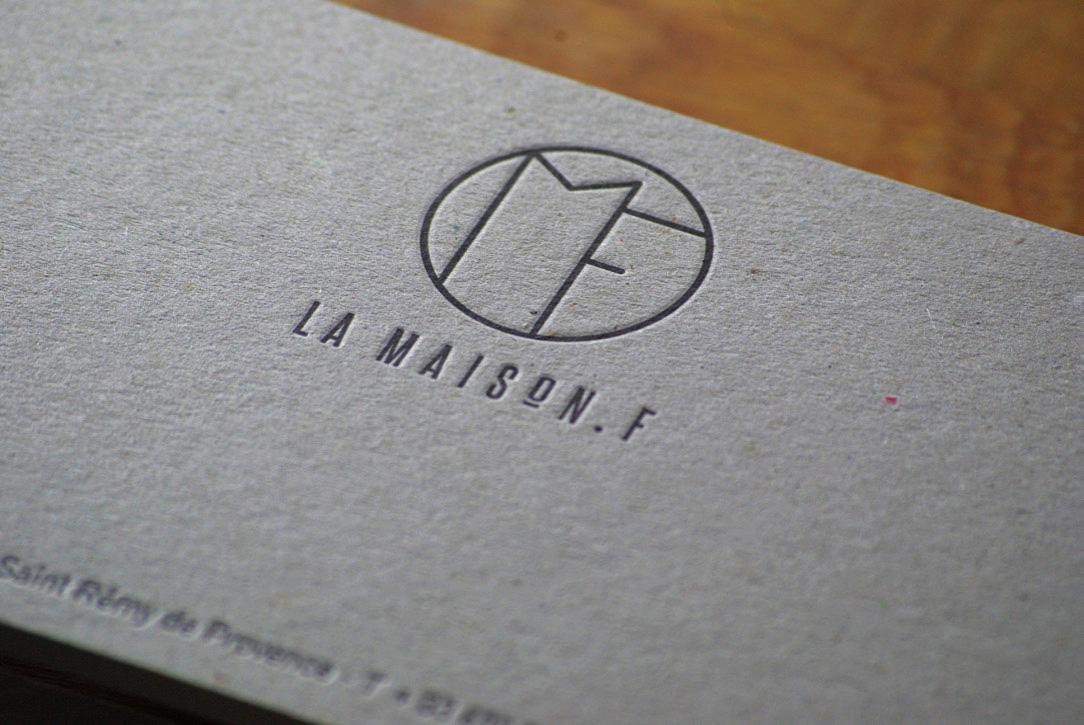 carte-de-correspondance-papeterie-letterpress-maisonf-saint-remy-provence-caracterres-carton-gris