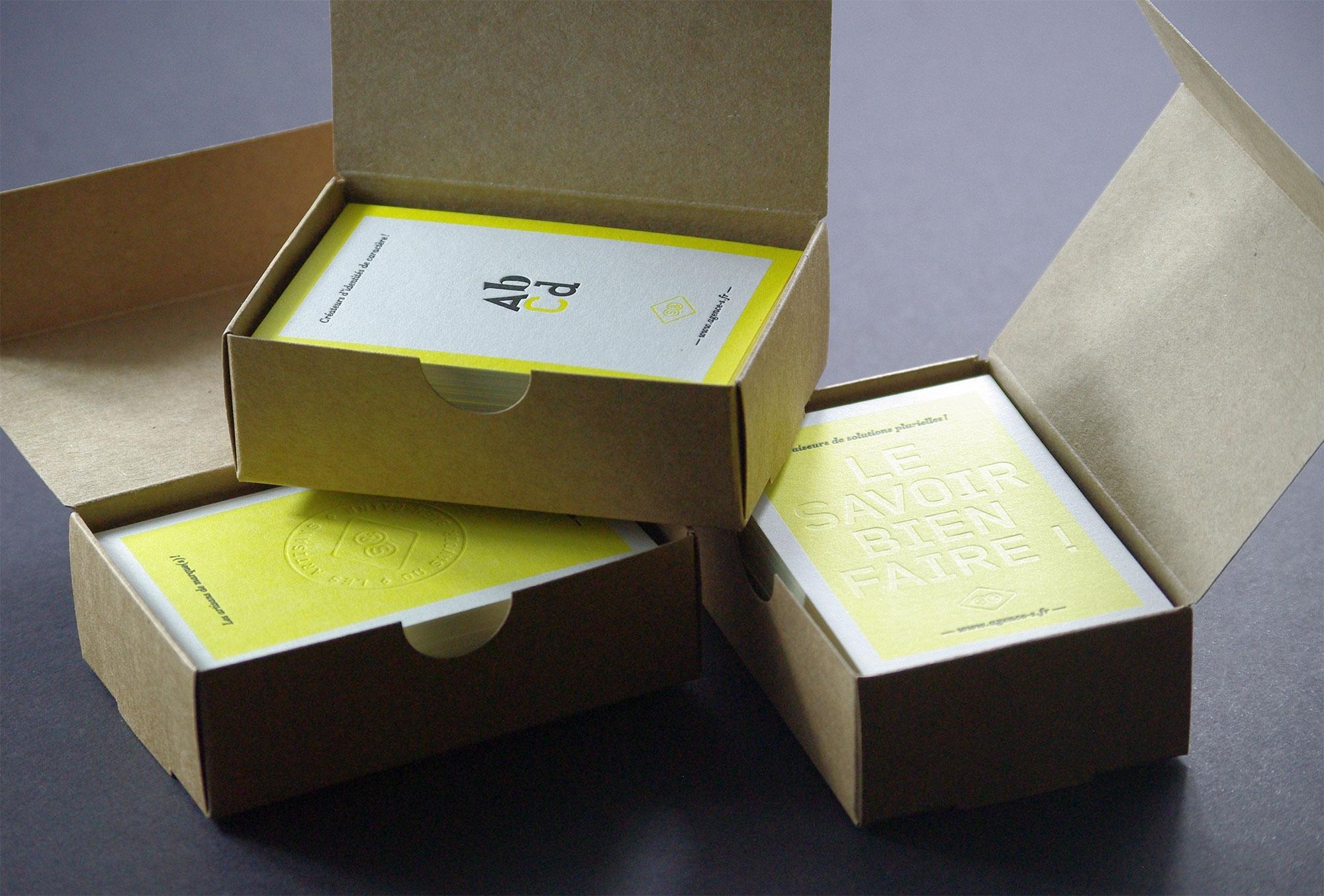carte-de-visite-letterpress-debossage-saguez-boite-caracterres