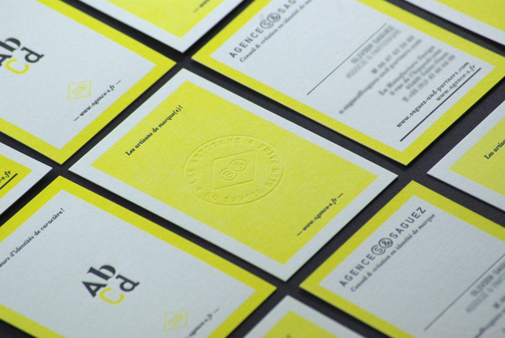 carte-de-visite-letterpress-debossage-saguez-jaune-caracterres