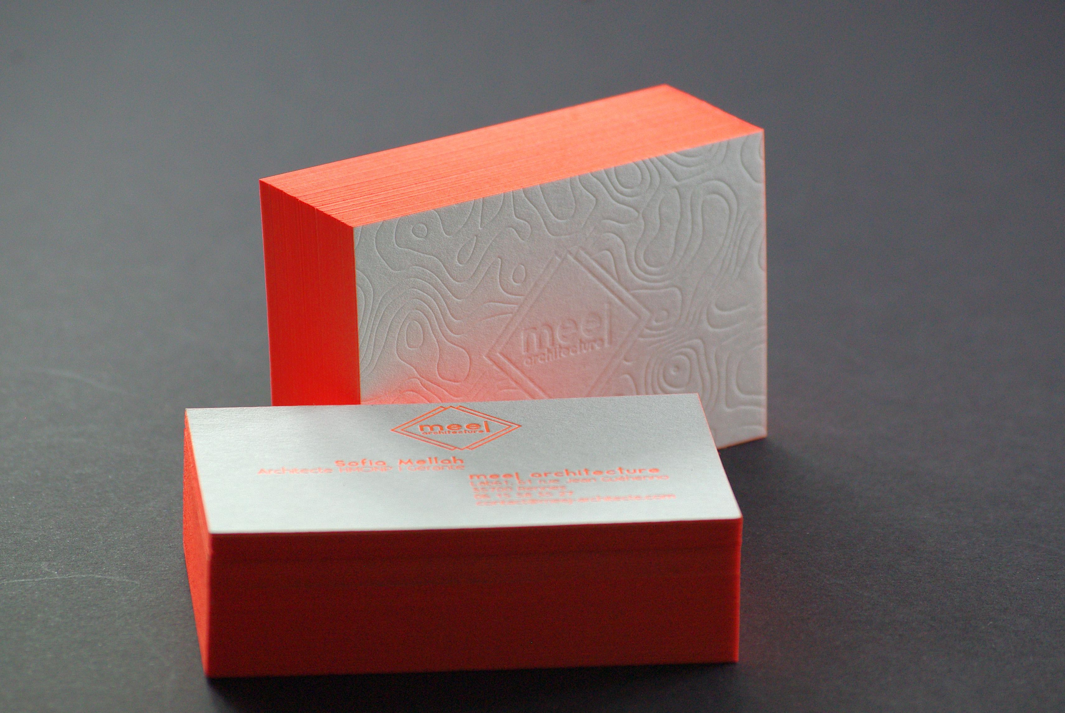carte-de-visite-letterpress-debossage-sofia-architecte-tranche-fluo-caracterres